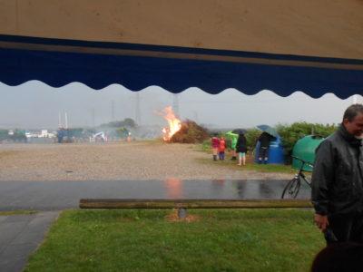 Der var gang i bålet og det dårlige vejr.